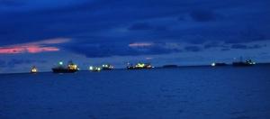Kapal di Teluk Bayur